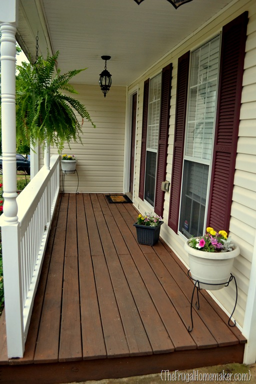 Front porch makeover sprucing up the outdoors for spring for Narrow porch decorating ideas