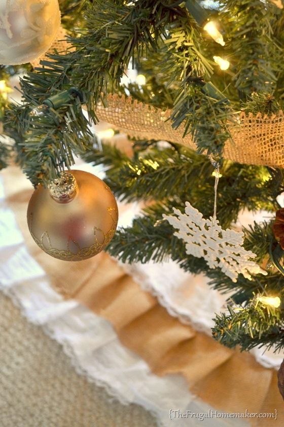 DIY Burlap and Lace Christmas Tree Skirt