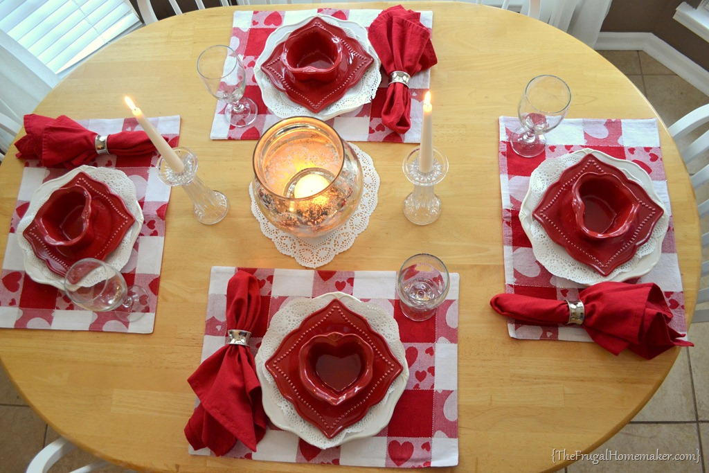 Valentine\'s Day Tablescape (Valentine tablesetting)
