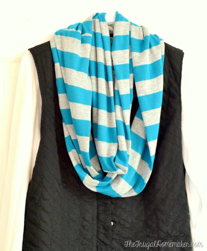 DIY Infinity Scarf - easy under $5 homemade gift idea