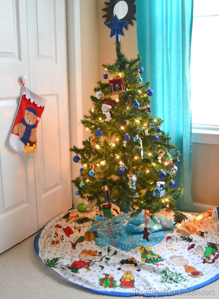 Snoopy and blue ornaments tree