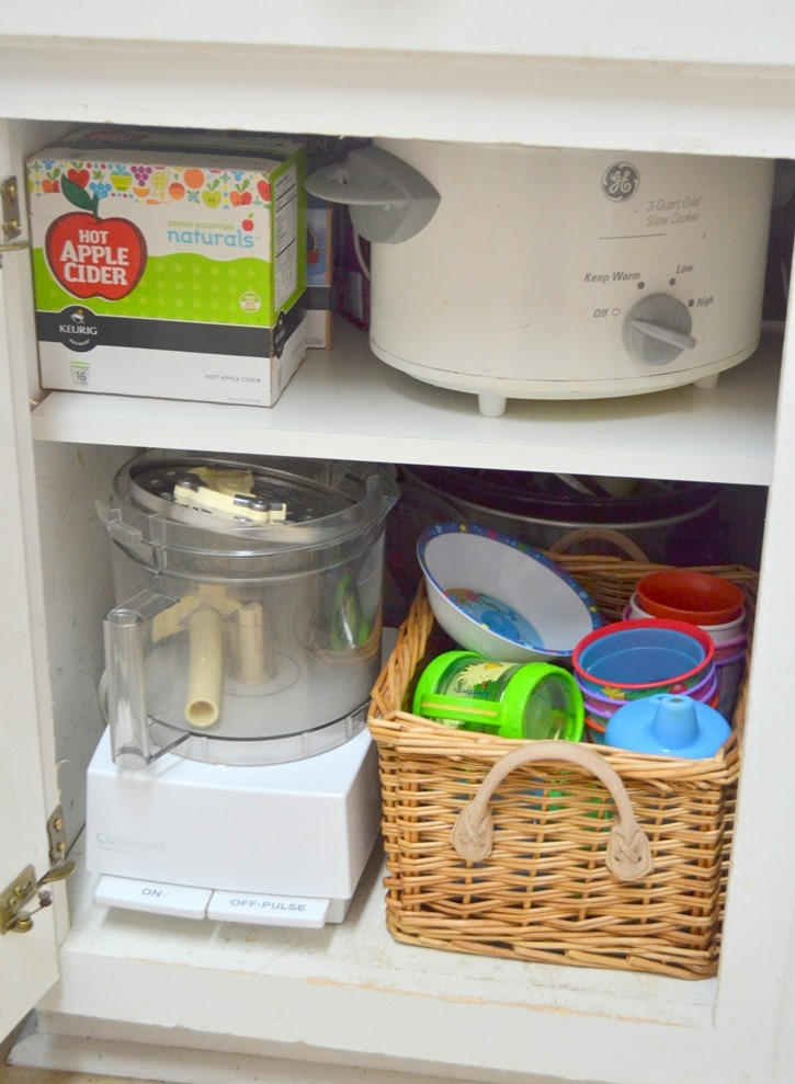 Organize your kitchen cabinets with baskets