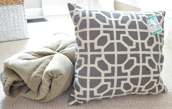 Friday Frugal Finds: glass jars, candles, pillows, throws and more!