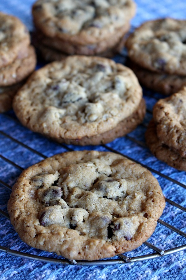 Peanut-Butter-Chocolate-Chip-Oatmeal-Cookies-with-Sea-Salt-1