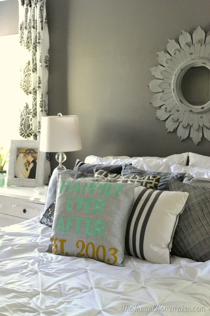 How to Make a Personalized Stenciled Pillow