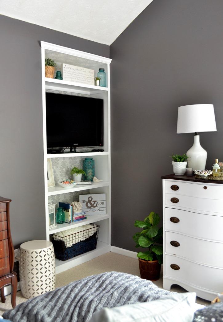 DIY Built in bookcase in bedroom
