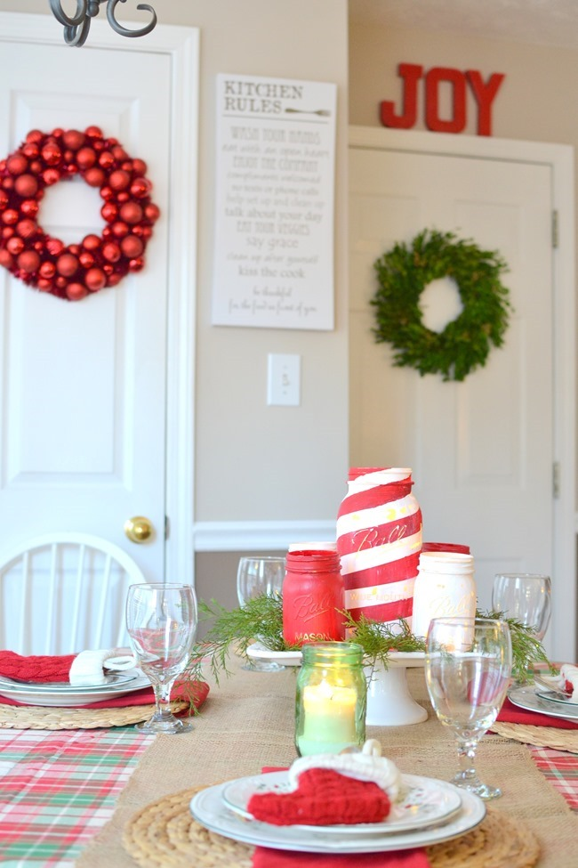 Christmas kitchen and Christmas tablescape
