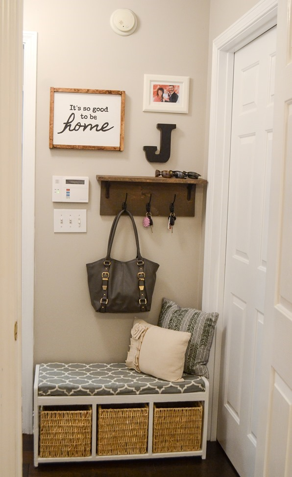Farmhouse Style Mudroom Makeover reveal-8