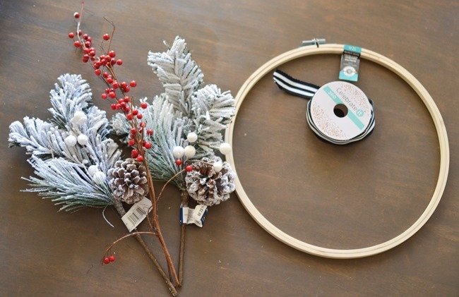 DIY Christmas Hoop Wreath-1