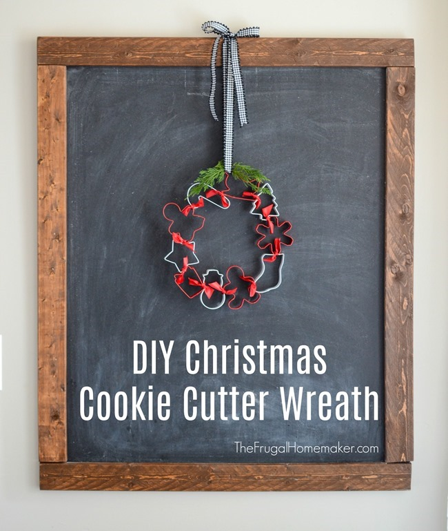 DIY Christmas Cookie Cutter Wreath