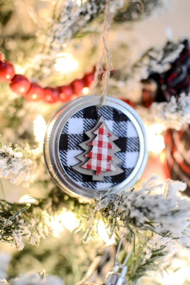 DIY Mason Jar Lid Christmas Ornaments-17