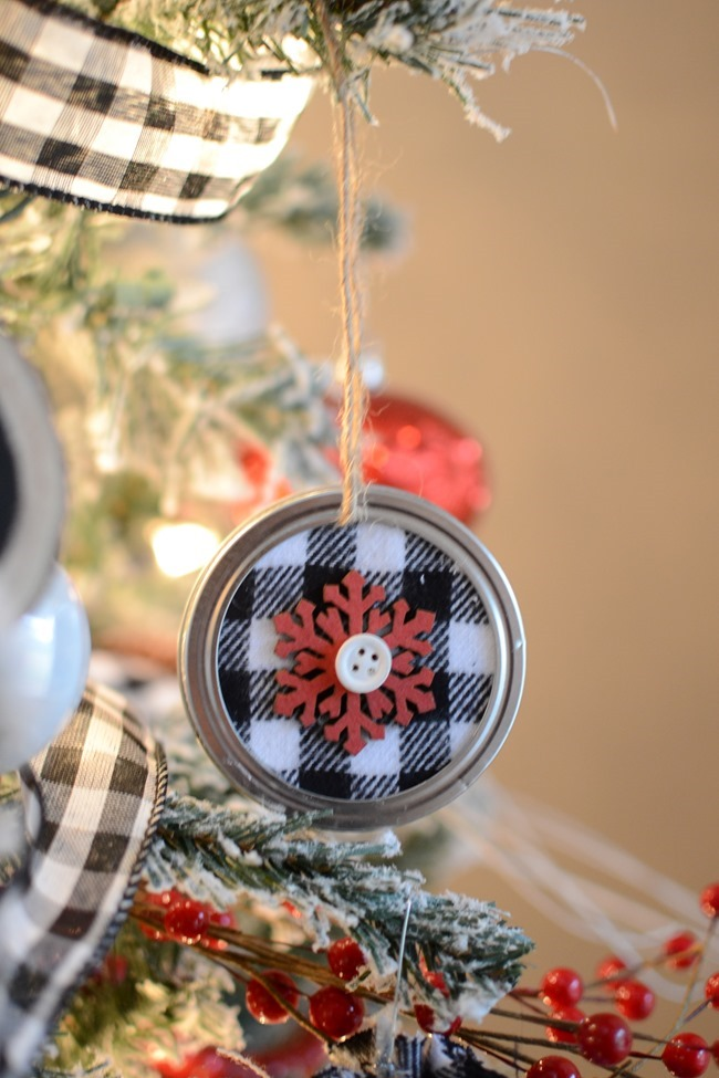 DIY Mason Jar Lid Christmas Ornaments-20