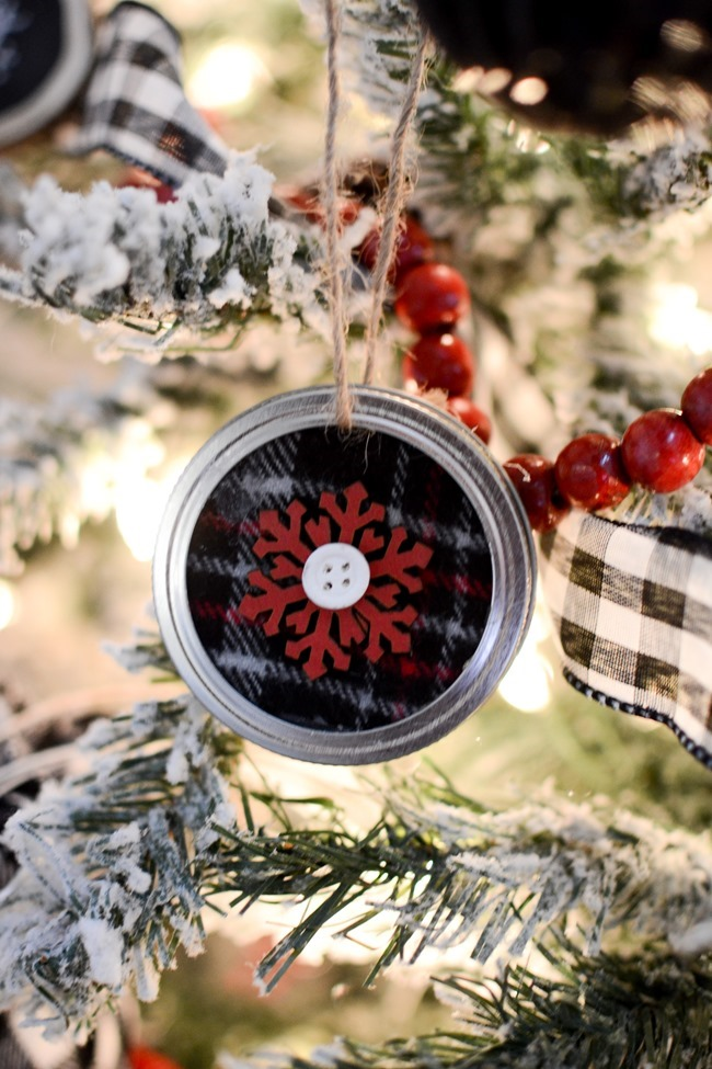 DIY Mason Jar Lid Christmas Ornaments-21