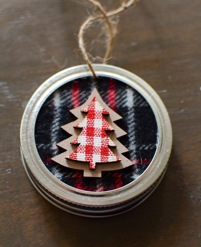 DIY Mason Jar Lid Christmas Ornaments-5