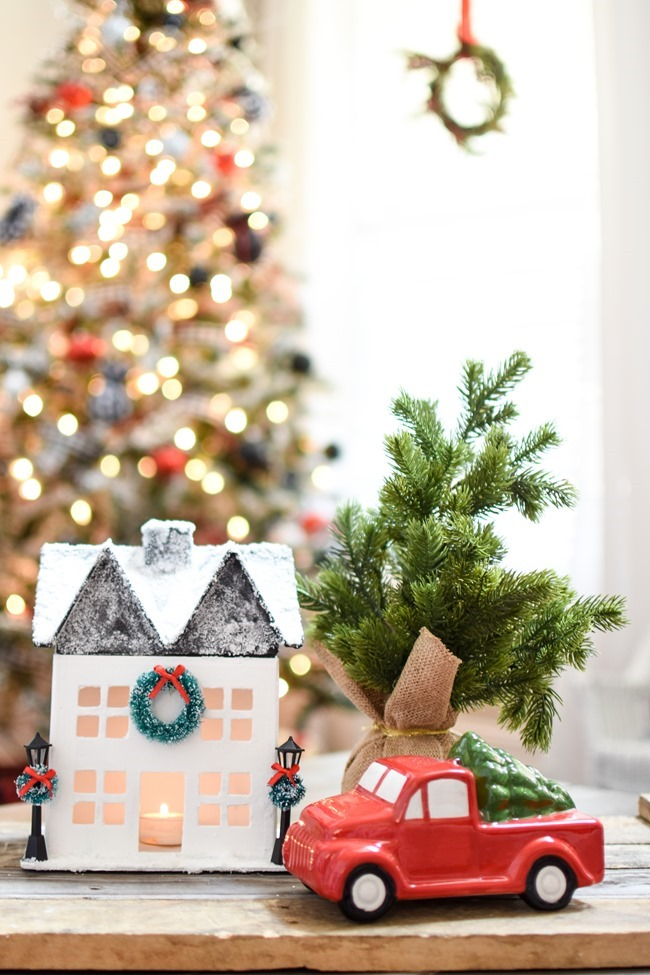 DIY Snowy Christmas Farmhouse_-10