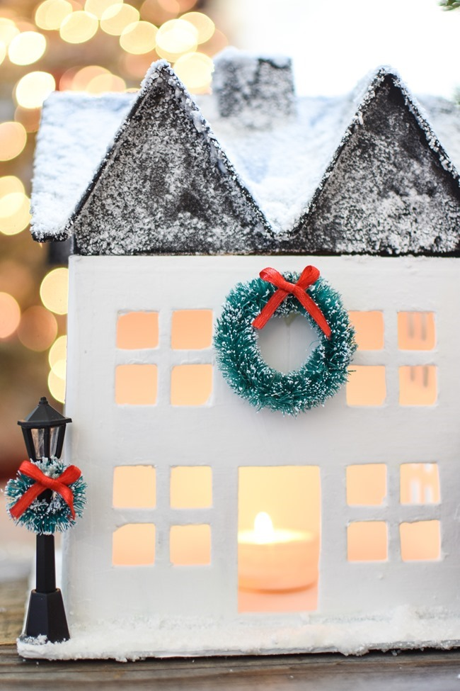 DIY Snowy Christmas Farmhouse_-16