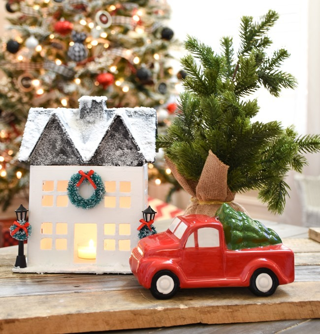 DIY Snowy Christmas Farmhouse_-7