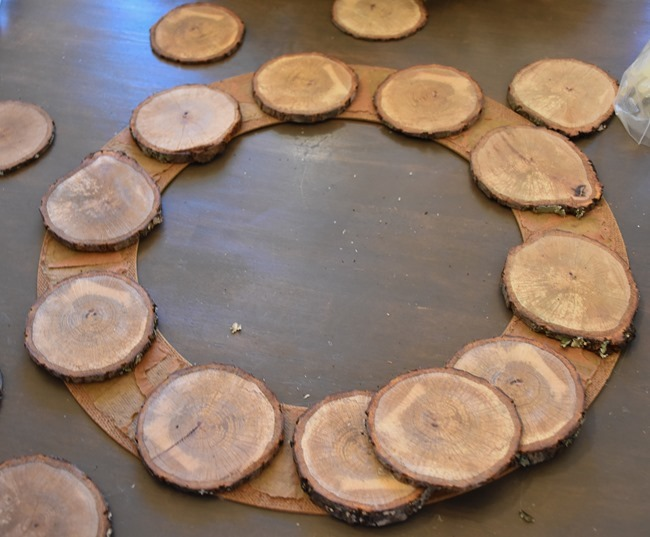 DIY Wood Slice Wreath (2 of 11)