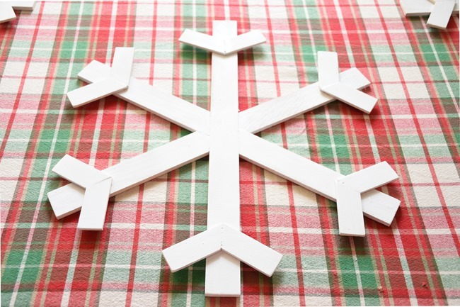 DIY Wood Snowflake Chargers (9 of 31)