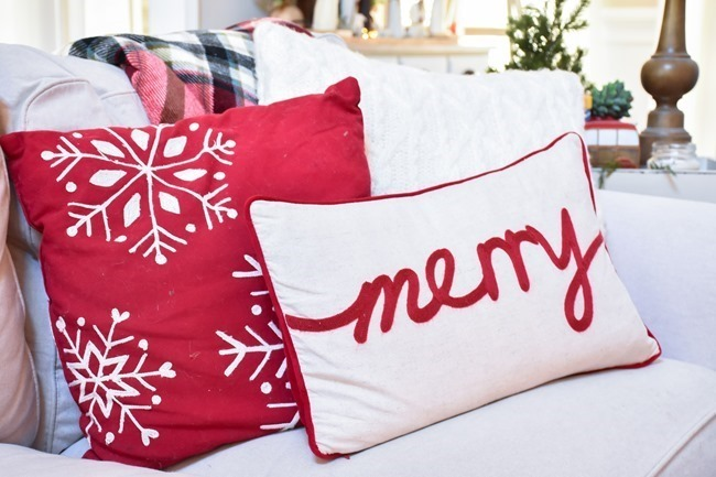 Farmhouse Plaid Christmas Home Tour (27 of 43)[3]