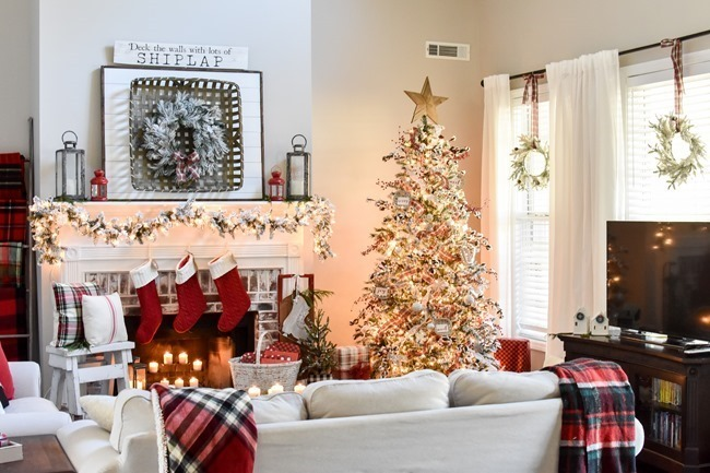 Farmhouse Plaid Christmas Home Tour (39 of 43)[3]
