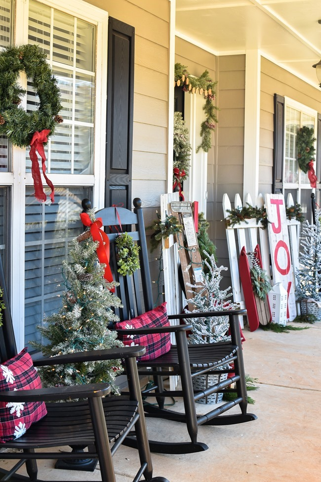 Farmhouse style Christmas front porch with picket fences-5