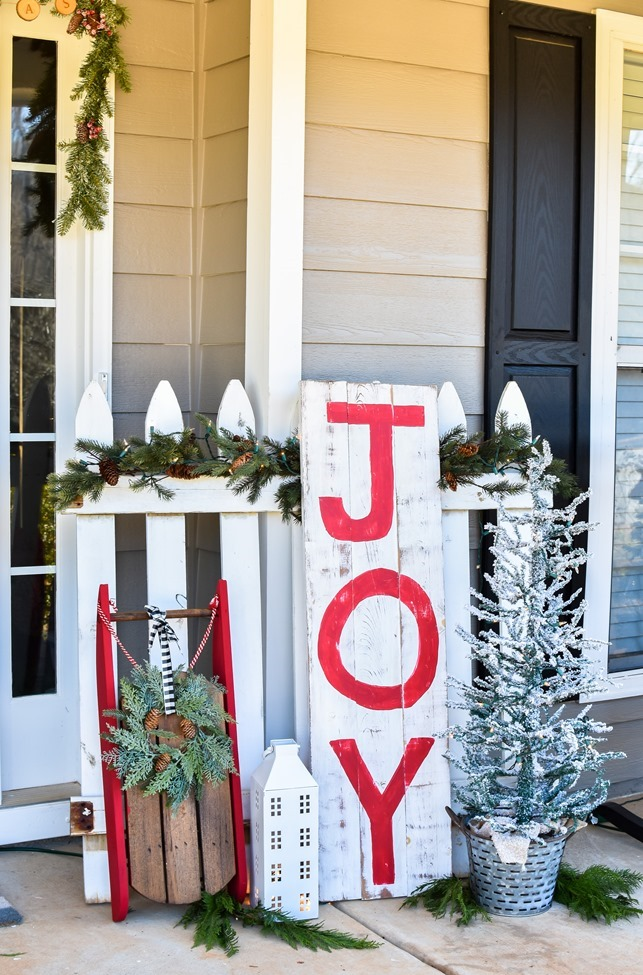 Farmhouse style Christmas front porch with picket fences-6