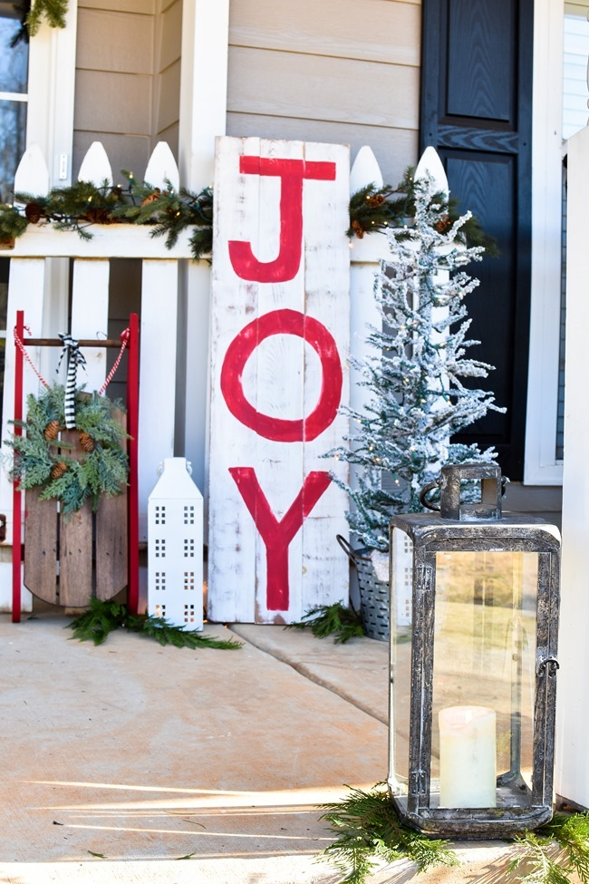 Farmhouse style Christmas front porch with picket fences-7