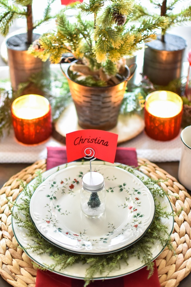 Red Plaid Simple Christmas Table -11