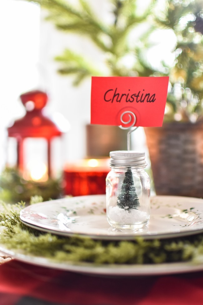 Red Plaid Simple Christmas Table -14