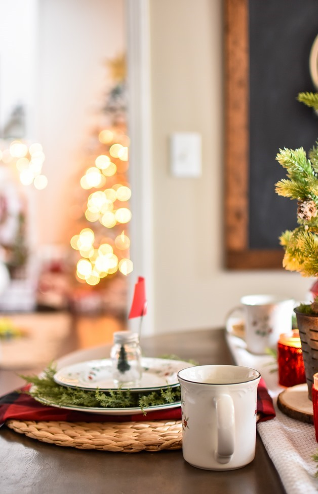 Red Plaid Simple Christmas Table -16