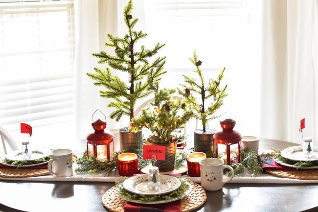 Red Plaid Simple Christmas Table -20