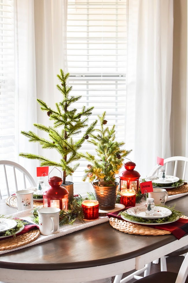 Red Plaid Simple Christmas Table -24