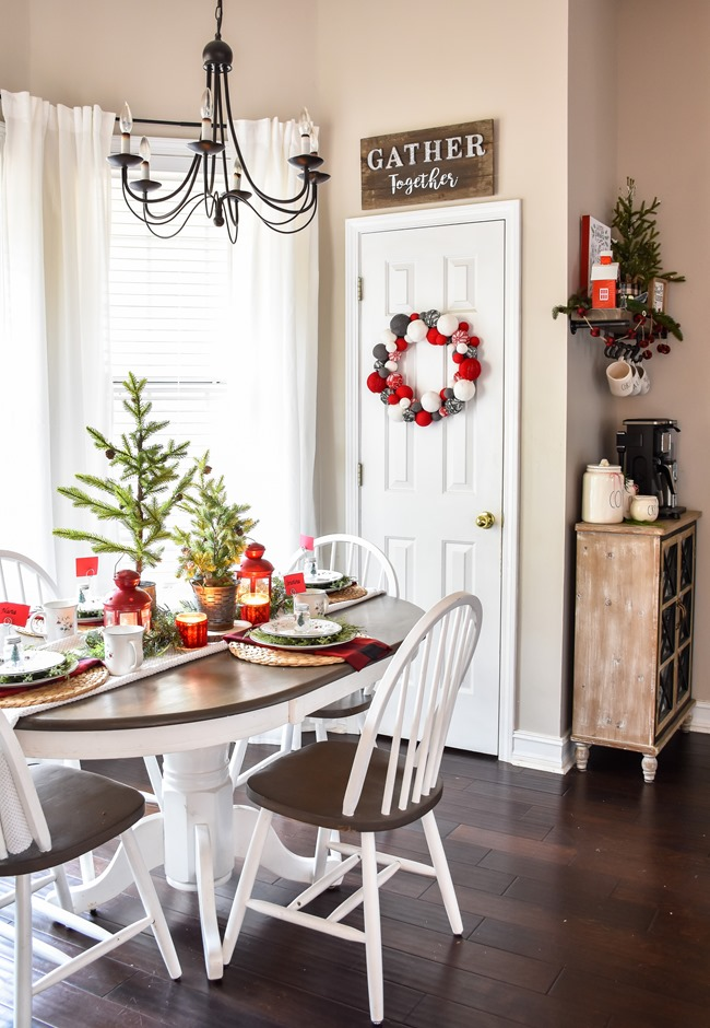 Red Plaid Simple Christmas Table -29