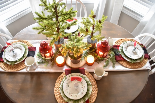 Red Plaid Simple Christmas Table -33