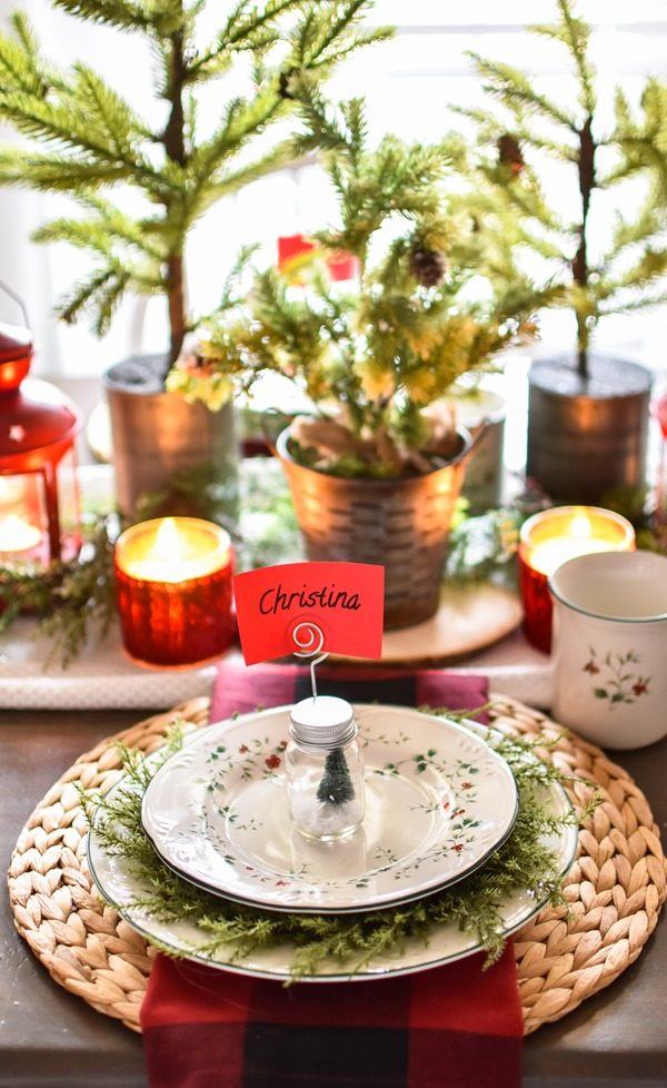 Red Plaid Simple Christmas Table -5