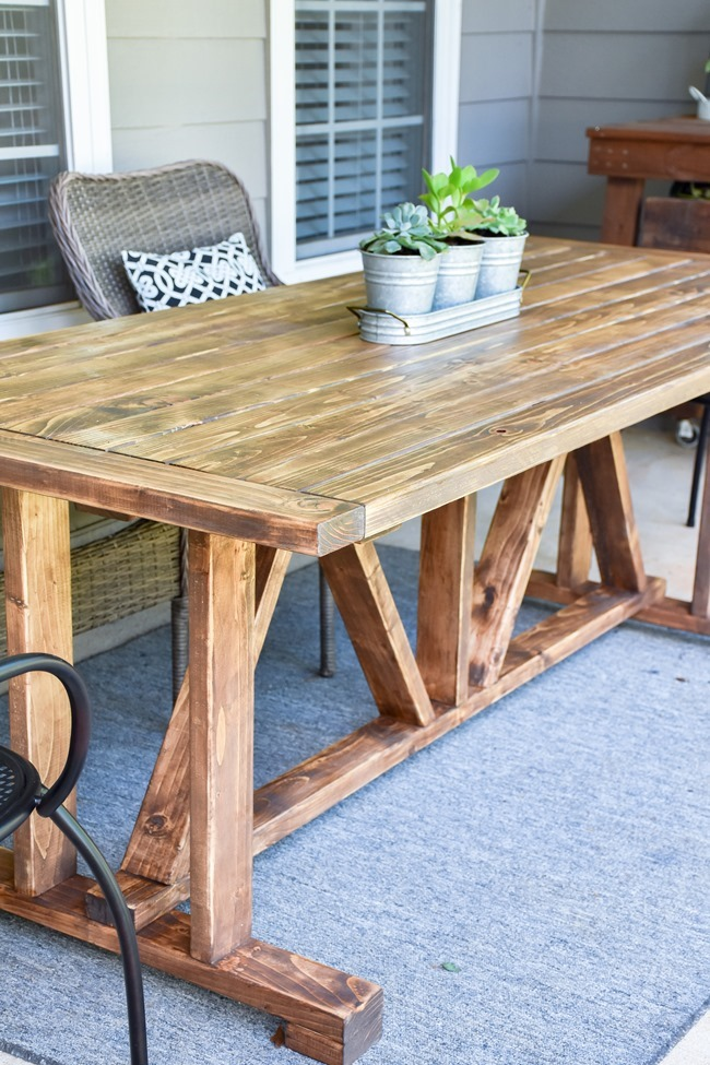 DIY Outdoor Farmhouse Patio Table made with 2x4's-10