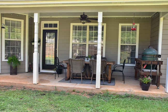 DIY Outdoor Farmhouse Patio Table made with 2x4's-16