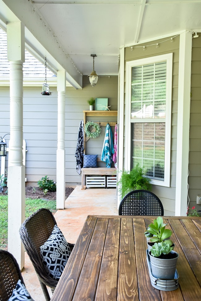 DIY Outdoor Farmhouse Patio Table made with 2x4's-17