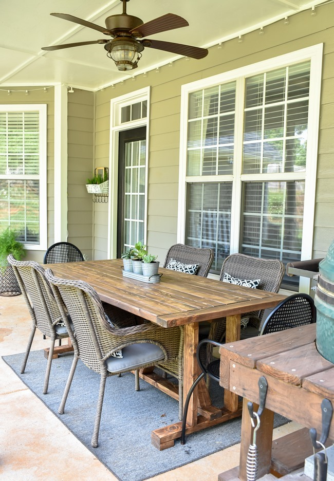 DIY Outdoor Farmhouse Patio Table made with 2x4's-18