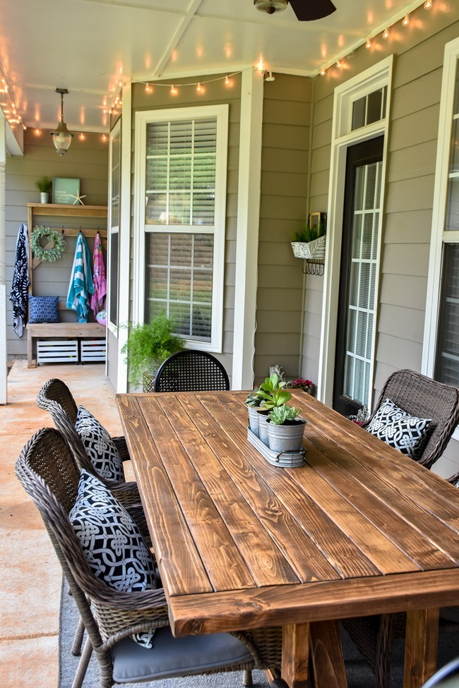 DIY Outdoor Farmhouse Patio Table made with 2x4's-27