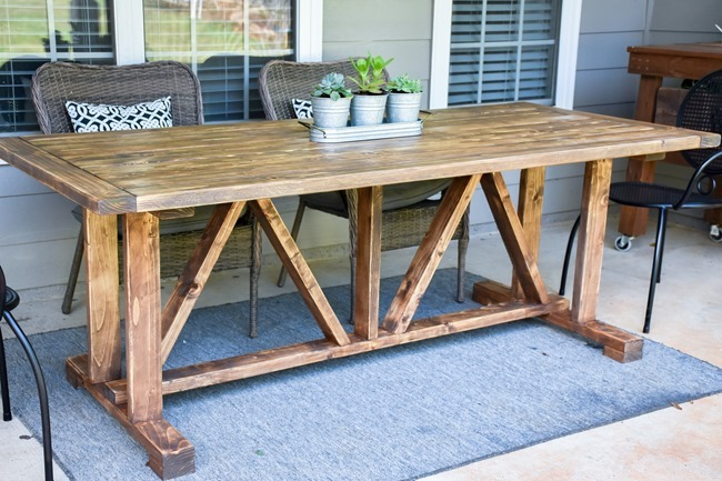 DIY Outdoor Farmhouse Patio Table made with 2x4's-9