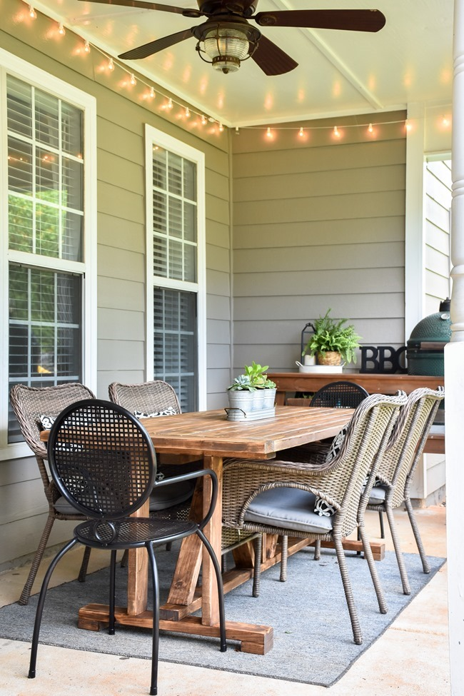 DIY Outdoor Farmhouse Patio Table made with 2x4's-23