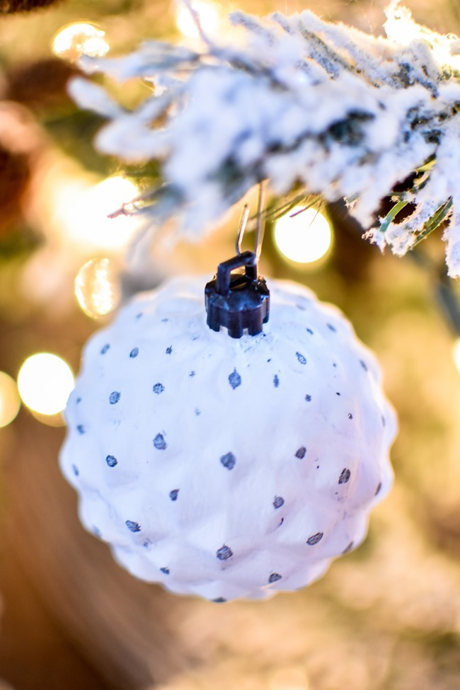DIY chalk painted distressed Christmas ornaments-11