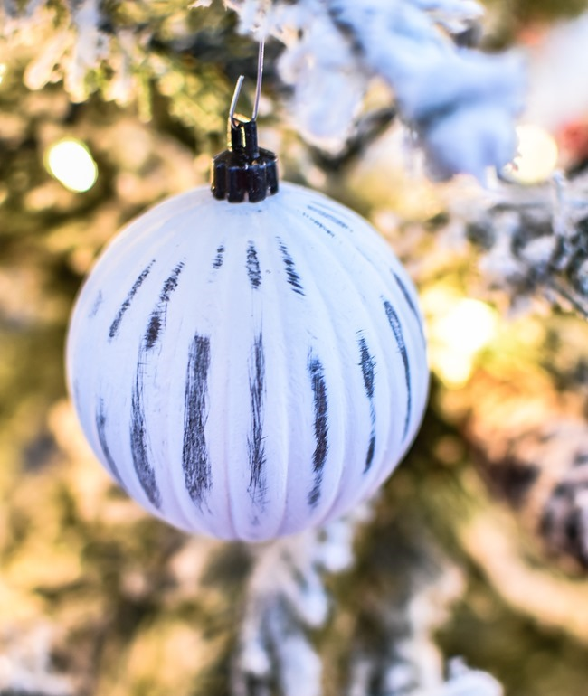 DIY chalk painted distressed Christmas ornaments-12
