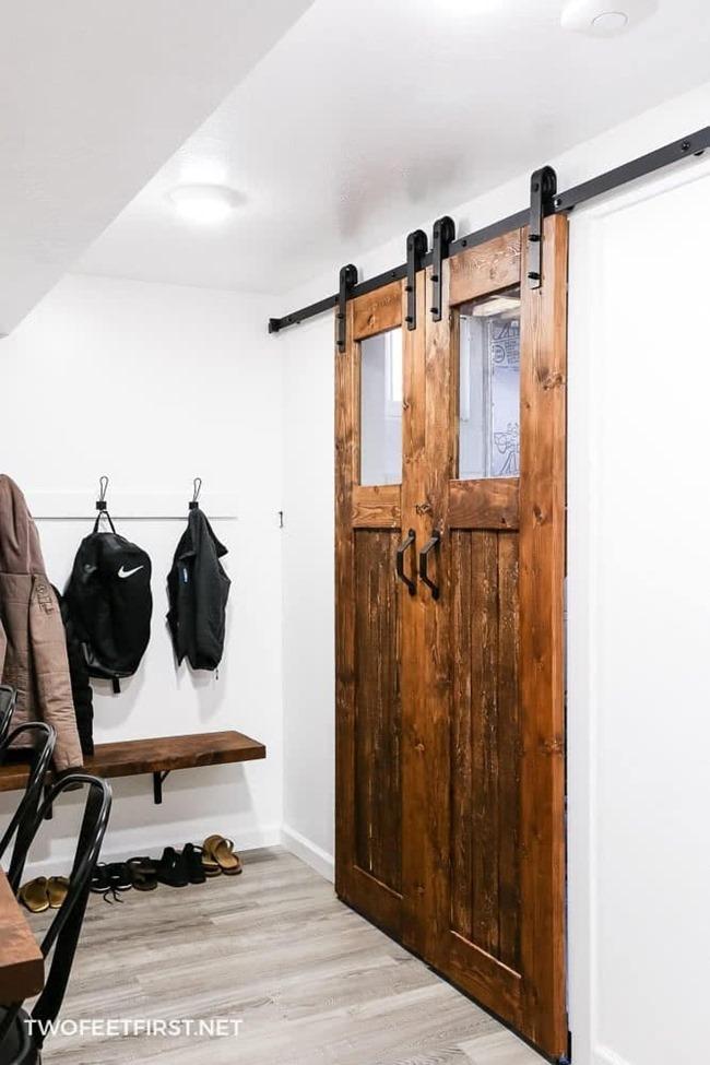 DIY-sliding-barn-door-with-glass-insert-18