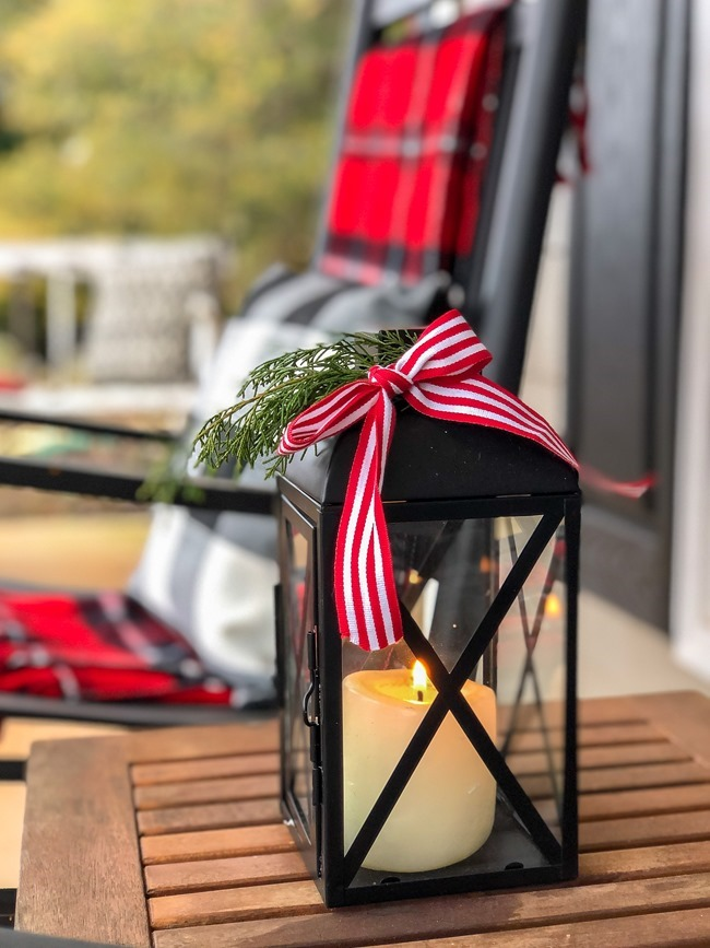 Classic Christmas front porch -25