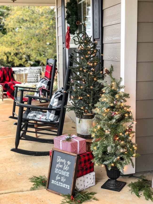Classic Christmas front porch -27