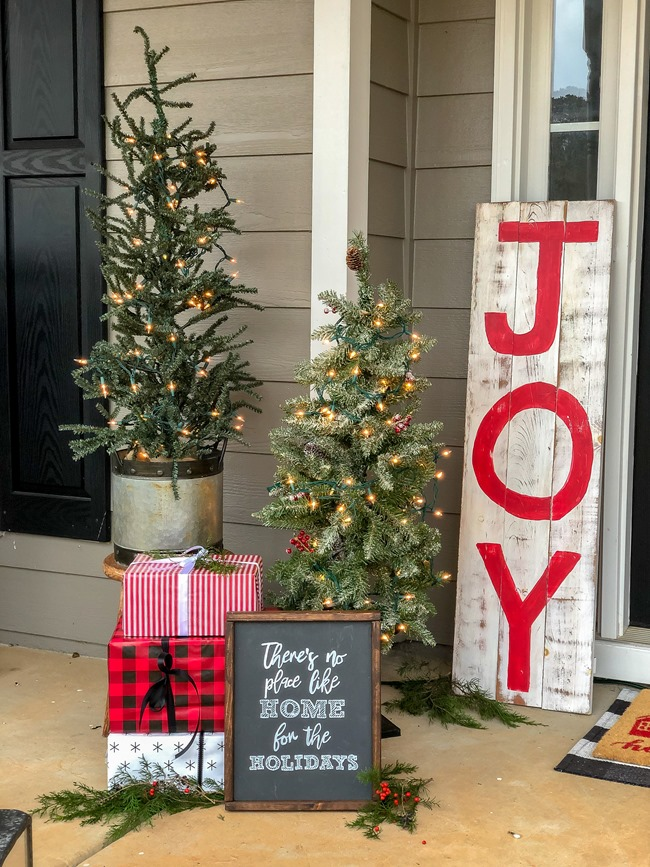 Classic Christmas front porch -28