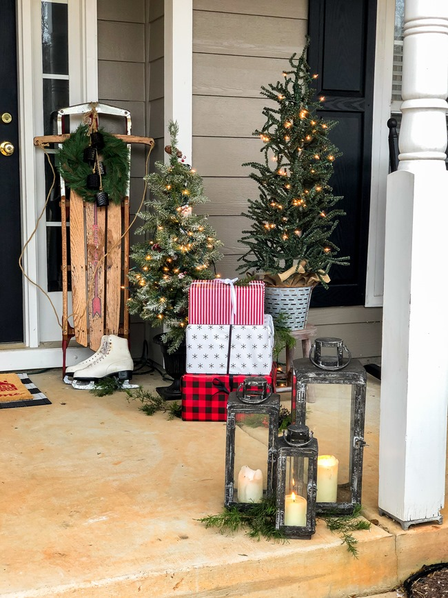 Classic Christmas front porch -29